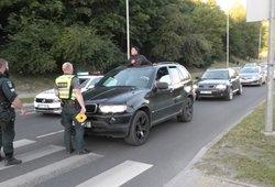 Avariją tyrusiems pareigūnams užkliuvo pravažiuojantis BMW – ir ne veltui