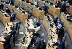 Seimo nariai per karantiną nesikuklino: valstybės pinigus leido iki paskutinio cento