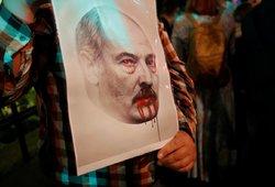 Kruvini susirėmimai Baltarusijoje: mirė 25-erių vaikinas, šimtai sužeistų