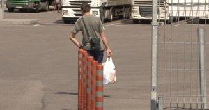 Tiksinti bomba Kybartuose kelia nerimą: vilkikų vairuotojai iš Rusijos vaikšto po visą miestą (nuotr. stop kadras)