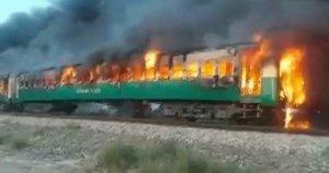 Pakistane užsidegė traukinys, žuvo dešimtys žmonių (nuotr. Scanpix)