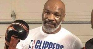 M.Tysonas su treneriu. (nuotr. Twitter)