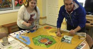 Aleksandra ir Dmitrijus lanko Trakų neįgaliųjų užimtumo centrą. Užimtumo centro archyvo nuotr.
