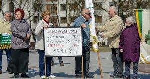 Pensininkai protestuoja reikalaudami didesnių pensijų (nuotr. Fotodiena.lt)