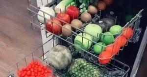 Mamos daržovių plovimo būdas nustebino internautus (Nuotr. stopkadras Tik Tok)