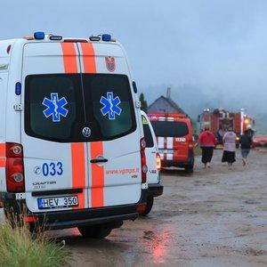 Vilniuje užsidegė namas: į įvykio vietą atvyko ir medikai