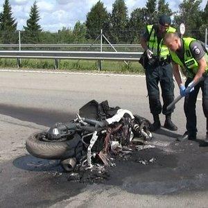 Šiurpi avarija ties Šiauliais: užsimušė į kelininkų automobilį įsirėžęs motociklininkas