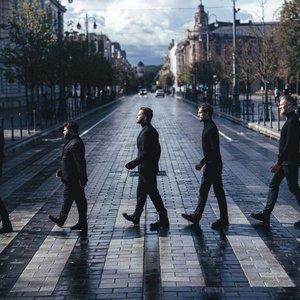 """Legendinė grupė """"The Beatles"""" atgyja: Rafailas Karpis ir Jokūbas Bareikis kviečia į išskirtinį koncertą po atviru dangumi"""