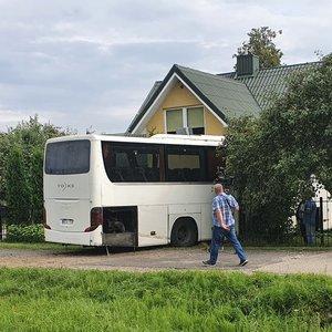 Liudininkai pasakoja, kodėl autobusas galėjo įvažiuoti į namą