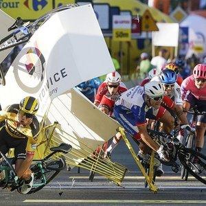 Dviračių lenktynėse Lenkijoje – baisi griūtis: sunkiai sužeistas olandų dviratininkas