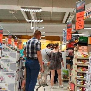Lenkijoje – rekordiškai daug susirgusių Covid-19, o lietuviai būriais traukia apsipirkt