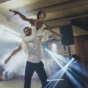"""""""Neptūno"""" palaikymo komandos šokėja vestuves atšventė Stonkų sodyboje: mylimasis pasipiršo ypatingai"""