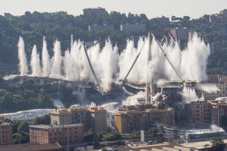 Praėjo metai, kai Italijoje sugriuvo Genujos viadukas (nuotr. SCANPIX)