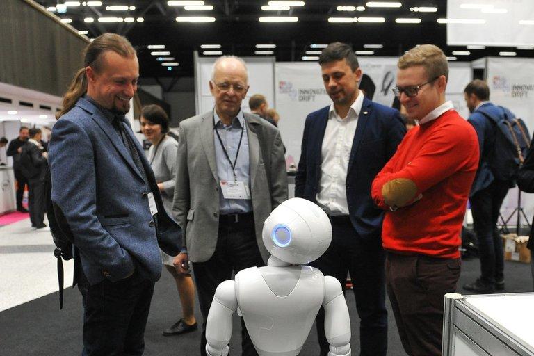 Robotas Pepperis (nuotr. Fotodiena.lt/Roko Lukoševičiaus)