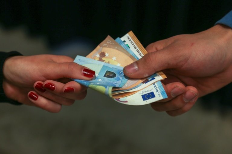 pinigai (Fotodiena/Arnas Strumila)