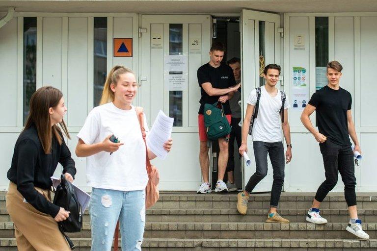 Abiturientai laikė valstybinį egzaminą (nuotr. Fotodiena/Justino Auškelio)