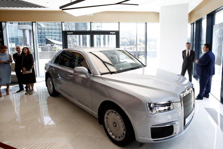 """Maskvoje – pirmasis reprezentacinių šarvuotų """"Aurus"""" automobilių salonas (nuotr. SCANPIX)"""