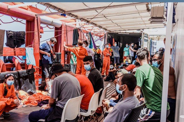 Košmaras beveik 200 žmonių plukdančiame laive: kilo muštynes, žmonės ėmė šokinėti į jūrą (nuotr. SCANPIX)