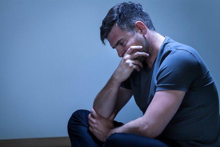 Gedintis vyras (nuotr. Shutterstock.com)
