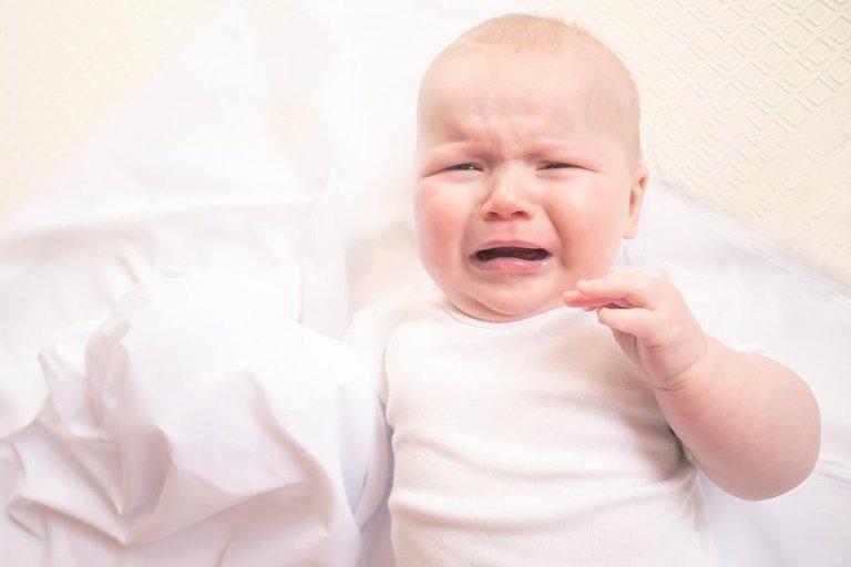 Verkiantis kūdikis (nuotr. Shutterstock.com)