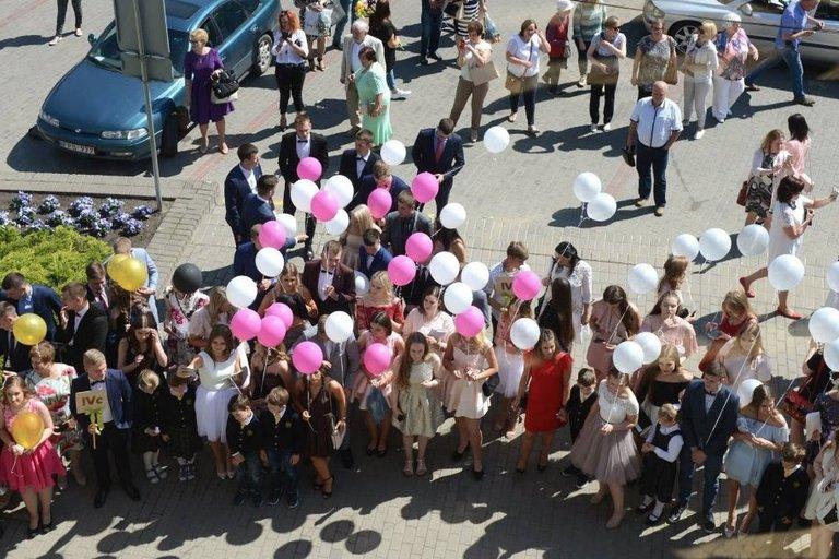 Jaunimas švenčia visoje Lietuvoje – paskutinis skambutis (NuotraukosGediminas Kartanas)