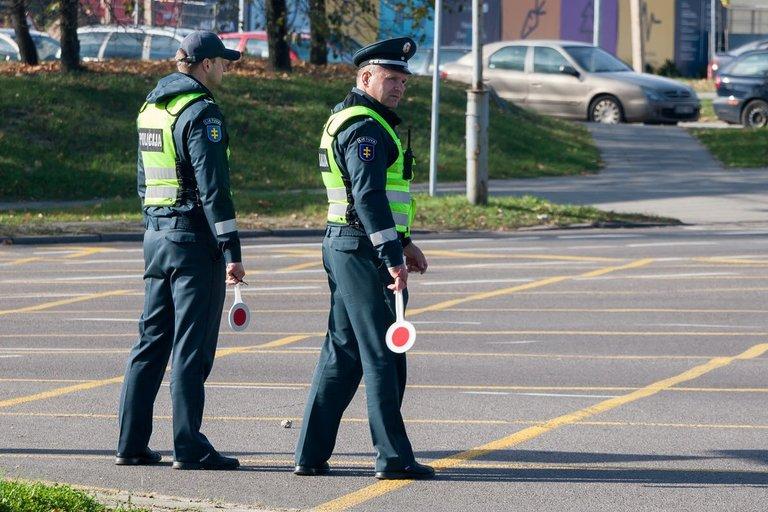 Policijos reidas Šeškinės kalno papėdėje (nuotr. Broniaus Jablonsko)