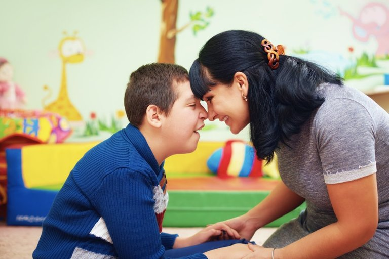 Neįgalus vaikas (nuotr. 123rf.com)