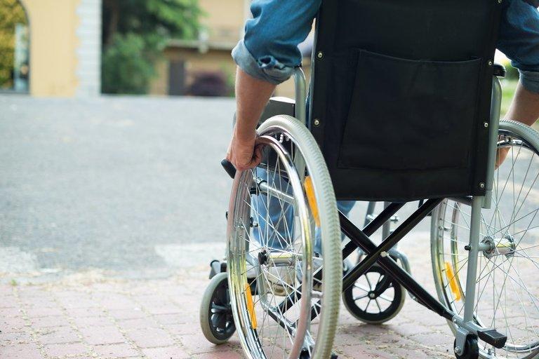 Neįgaliojo vežimėlis (nuotr. 123rf.com)