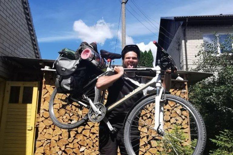 Ernesto Jasiūno nuotr. / Visi kelionės daiktai, telpantys ant dviračio