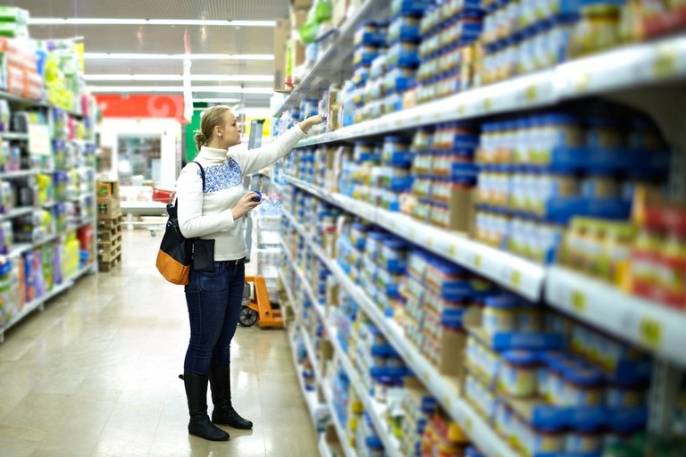 Parduotuvėje (nuotr. 123rf.com)