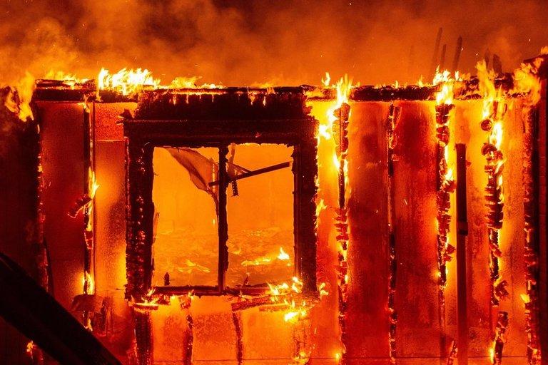 Kalifornijoje per miškų gaisrus žuvo žmogus, sužeisti dar trys (nuotr. SCANPIX)