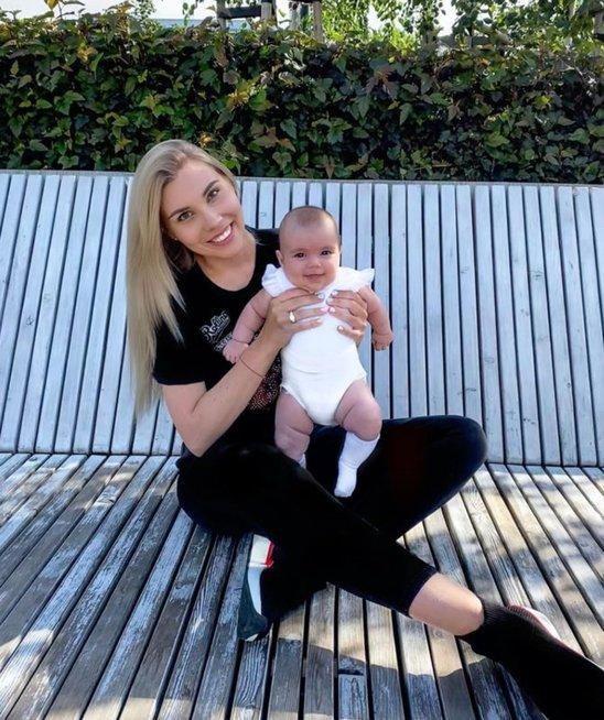 Paula Poderytė su dukrele