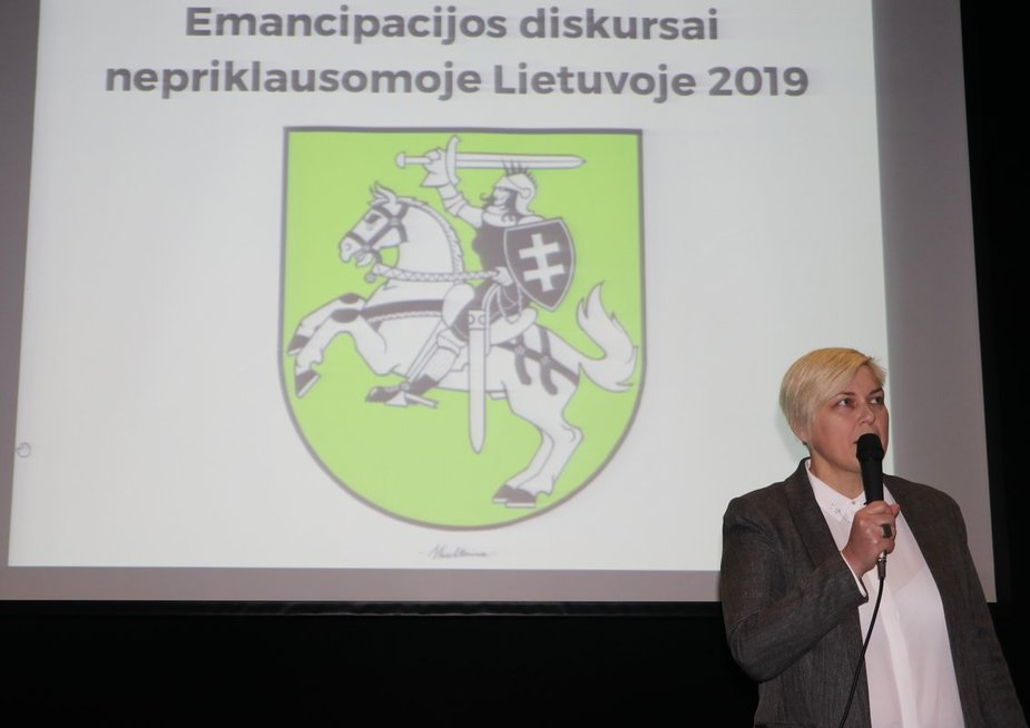 Renginį moderavo menotyrininkė Laima Kreivytė. (Sigitos Inčiūrienės nuotr.)