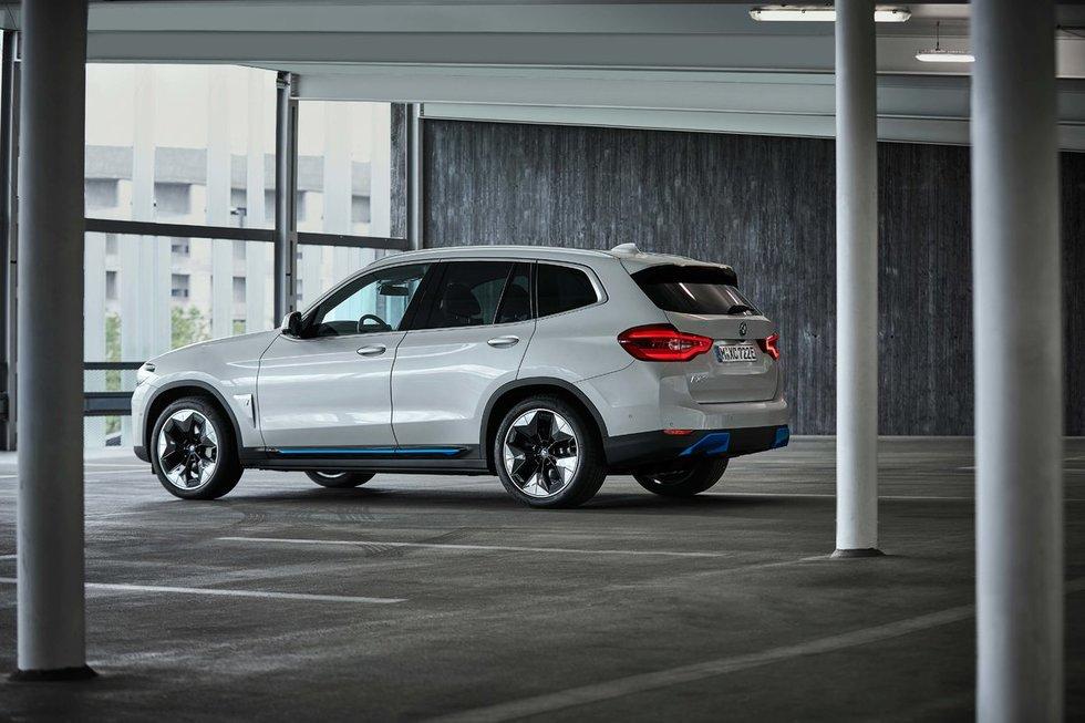 BMW iX3 (gamintojo nuotr.)