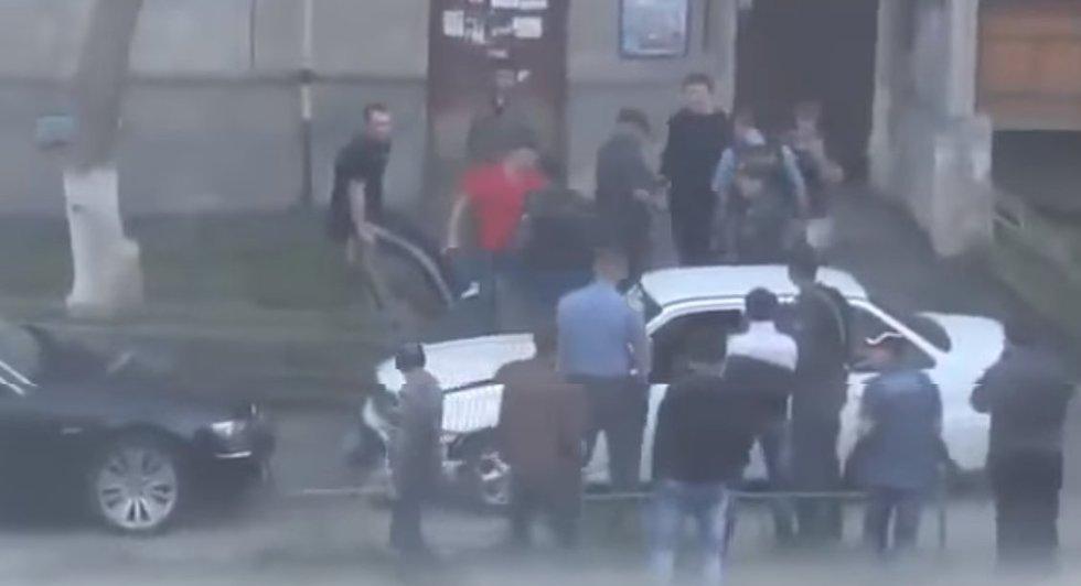 Rusijoje sunerimta dėl paauglių gaujų: kontroliuoja mokyklas (nuotr. YouTube)