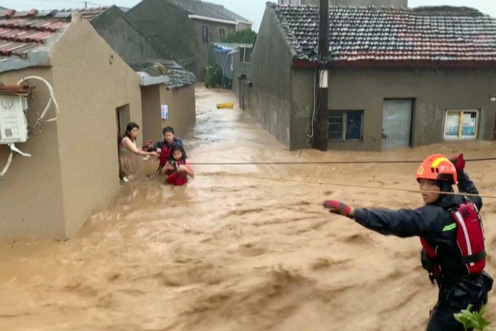 Taifūnas Kinijoje (nuotr. stop kadras)