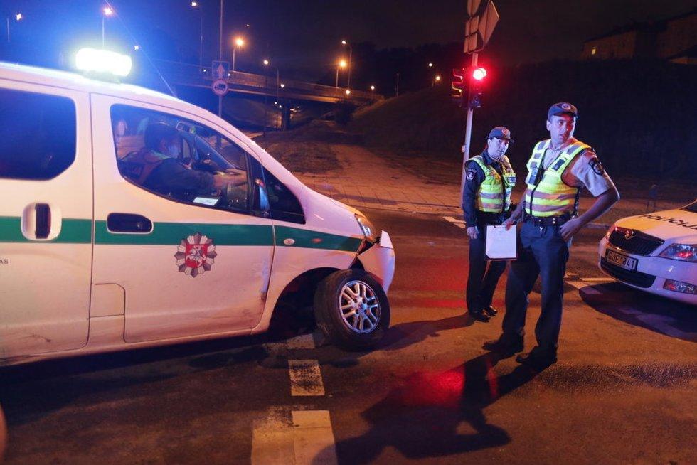 Vilniuje vėl gaudynės, vėl apgadinti policijos automobiliai nuotr. Broniaus Jablonsko