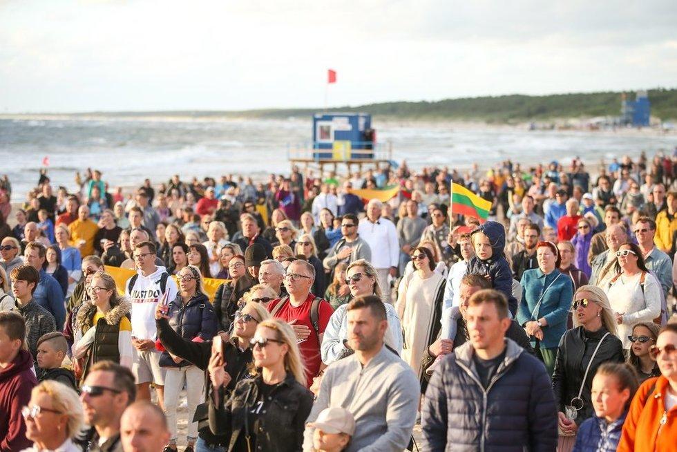 Palangoje giedamas Lietuvos himnas (nuotr. Fotodiena.lt/Mato Baranausko)