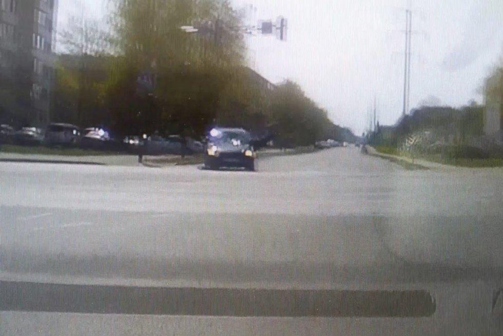 Paspirtuko avarija (nuotr. stop kadras)
