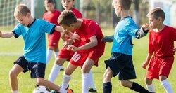 Žiežirbos Lietuvos futbole: kol du pešasi, kenčia talentingi vaikai ir tėvų pinigai