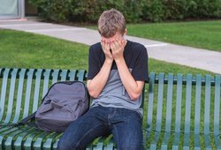 Paauglys nežinojo, kur dėtis iš gėdos: prieš klasiokus jo mama pasirodė visiškai nuoga