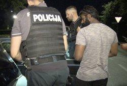 Apžiūrėjęs automobilyje paliktą rankinę pavežėjas nustėro: nedelsiant kreipėsi į pareigūnus