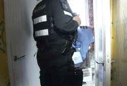 Išlaužus buto duris pareigūnus pasitiko šiurpus vaizdas: privalėjo reaguoti žaibiškai