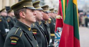 Nepriklausomybės aikštėje iškilmingai pakelta Lietuvos vėliava (nuotr. Alfredo Pliadžio)