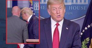 Įamžintas momentas, kai spaudos konferencijos metu Trumpui liepta evakuotis (nuotr. stop kadras)