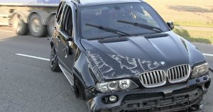 Avarija netoli Šiaulių – BMW vairuotoją išgąsdino priešais važiavusio vilkiko manevras (nuotr. stop kadras)