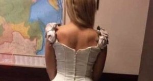 Internautai išjuokė moters vestuvinę suknelę  (nuotr. facebook.com)