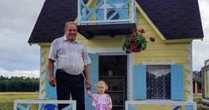 Senelis anūkėlei sukūrė pasakų nameli (nuotr. asm. archyvo)