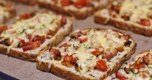 Karšti sumuštiniai su šonine (Nuotr. Oditėlės blogas)