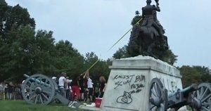 Smurtas prie Baltųjų rūmų – nugriauta vergiją palaikiusio prezidento statula